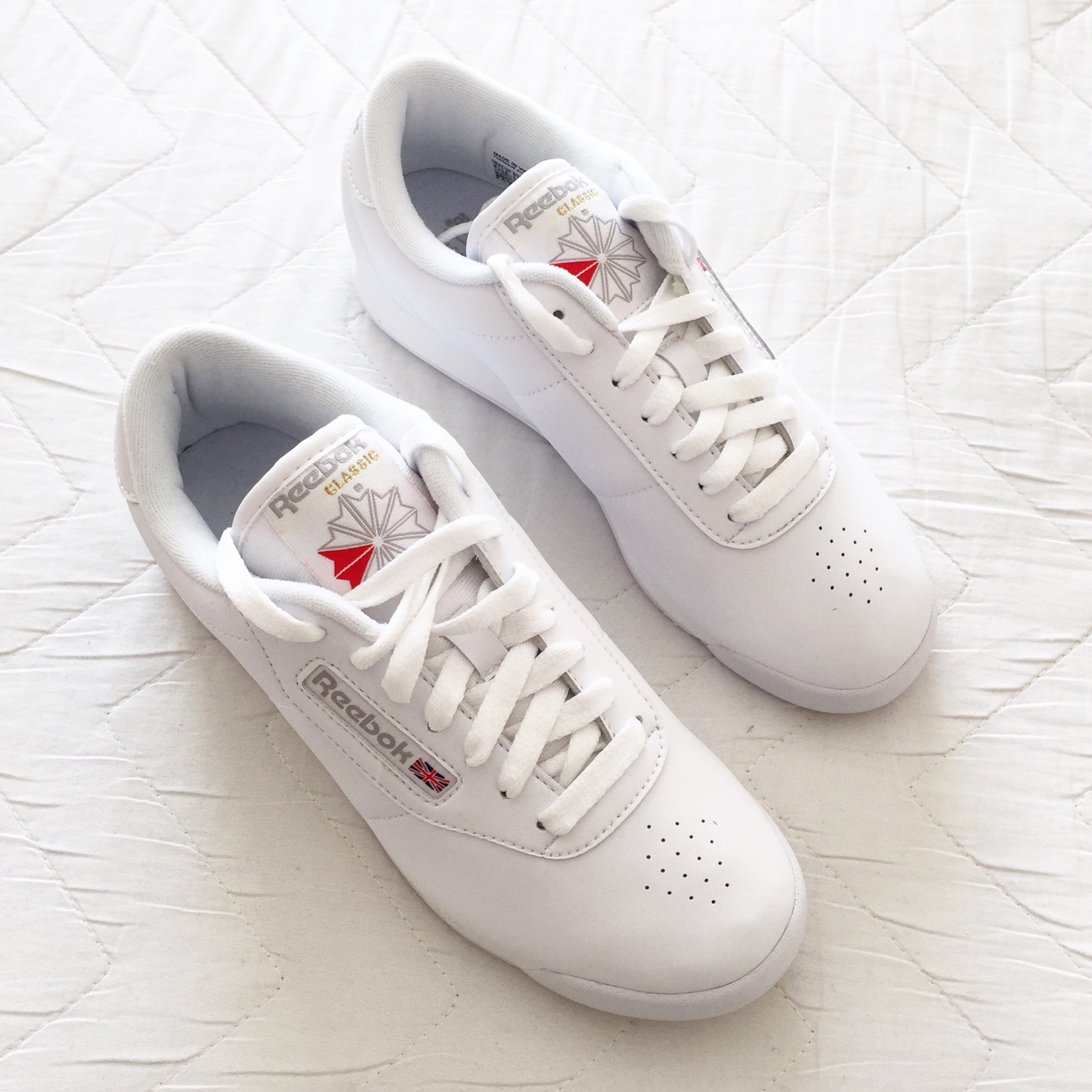 6e43d8868fae How To Style a Pair of Reebok Classic Sneakers